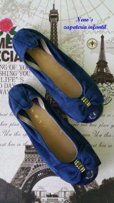 Bailarina Clarys ante azul