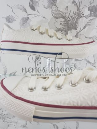 Converse blanca baja bordada