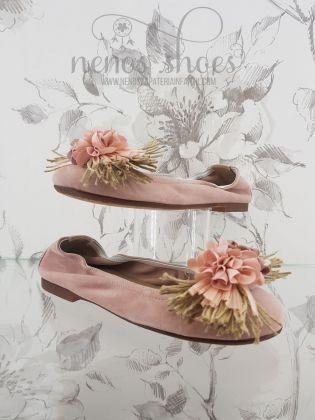 Bailarina Papanatas ante rosa